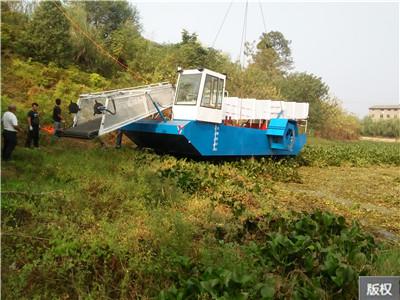 水上杂草清理船
