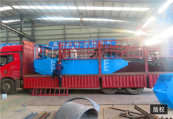 生产水葫芦收割船